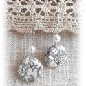 Roppant jó  : ) fehér roppantott gyöngyös fülbevaló, Fehér roppantott üveggyöngyből, hófehér tekl...