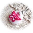 Pink pillangó : ), Ékszer, Nyaklánc, Medál, Kedves, kislányos, kör alakú medál pillangóval, amit áttetsző fehér és többféle pink árnyalatú éksze..., Meska