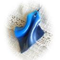Kék hullám medál, Ékszer, Nyaklánc, Medál, Gyurma, Ékszerkészítés, FIMO ékszergyurmából kézzel formázott, a kék többféle szép árnyalatát fölvonultató, különleges form..., Meska