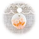 Kis virágos medál, Ékszer, Nyaklánc, Medál, Ékszergyurmából kézzel formáztam ezt a kör alakú medált. Kissé áttetsző alapra narancssárga árnyalat..., Meska