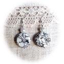 Roppant jó  : ) fehér roppantott gyöngyös fülbevaló, Ékszer, Fülbevaló, Fehér márványgyöngyből, hófehér tekla gyöngyből, illetve ezüst gyöngykupakkal ezüst színű fémszerelé..., Meska