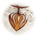 Tulipános szív - tűzzománc medál, Ékszer, Magyar motívumokkal, Medál, Tűzzománc, Ékszerkészítés, Az aranyló, különlegesen szép medált vörösréz lemezre, festőzománc és sgraffito technikával készíte..., Meska