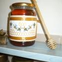 Mézes kötény - konyhai dísz, kiegészítő!, Dekoráció, Konyhafelszerelés, Dísz, Kötény, Hímzés, Varrás, Keresztszemes technikával hímzett, konyhai címke mézes üvegre.  A címke aida vászonra hímzett, DMC ..., Meska