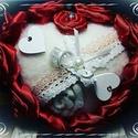 Gyűrűpárna, Esküvő, Gyűrűpárna, Egy csodás esküvő fontos kelléke egy csodás gyűrűpárna.  Nemez alapra készítettem saját készítésű sz..., Meska