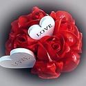 Valenti napi asztali dísz, Otthon, lakberendezés, Dekoráció, Szerelmeseknek, Asztaldísz, Lepd meg Kedvesed a szerelem színében pompázó szaténrózsa csokorral!    A rózsákat magam készítettem..., Meska