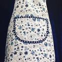 Kék csészés zsebes kötény, Női zsebes konyhai kötény fehér alapon kék cs...