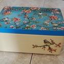 Nagy virágos - madaras doboz, Otthon, lakberendezés, Tárolóeszköz, Doboz, Láda, Decoupage, szalvétatechnika, A képen látható nagyméretű virágos - madaras dobozt decoupage technikával készítettem, szalvéta, ak..., Meska