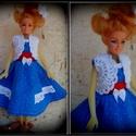 2 részes ruha Barbi méretű babára.Egyedi,kék,csipkés., Baba-mama-gyerek, Játék, Baba játék, Varrás, Horgolás, Barbi méretű babának készült ruha. Kék vászon térd alá érő ruha,madeira csipkével díszítve.Hozzá il..., Meska