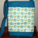 Virágos textilbőr táska