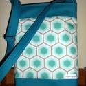Textilbőr táska, Táska, Válltáska, oldaltáska, Varrás, Gyönyörű patchwork anyag, textilbőrrel párosítva. 2 rétegben merevítve. Belül zsebek, kulcstartó. M..., Meska