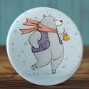 Karácsonyi kitűző - Korcsolyázó jegesmedve bross - jegesmedve kitűző - tél bross - jegesmaci kitűző - karácsony ajándék, Ruha, divat, cipő, Mindenmás, Ékszer, Bross, kitűző, Karácsonyi kitűző - Korcsolyázó jegesmedve bross - jegesmedve kitűző - tél bross - jegesmaci kitűző ..., Meska