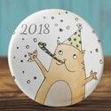 Boldog új évet mágnes -  2018 hűtőmágnes - cica mágnes -  macska mágnes - ünnepi ajándék - újév - állat - szilveszter, Dekoráció, Állatfelszerelések, Férfiaknak, Mindenmás, Boldog új évet mágnes -  2018 hűtőmágnes - cica mágnes -  macska mágnes - ünnepi ajándék - újév - ál..., Meska