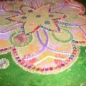 mandala, Dekoráció, Mindenmás, Esküvő, Kép, Üvegművészet, Festészet, 30 cm-es mandala akrilfestékkel festve,gyöngyökkel diszitve,nagyon szép ajándék nappaliba,hálószobá..., Meska