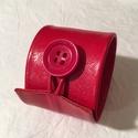 Cseresznyepiros valódi bőr karkötő, Ékszer, Karkötő, A karkötő valódi bőrből készült, saját tervezéssel, kivitelezéssel.  Mérete begombolva körbe 20,7 cm..., Meska