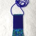 Türkiz-Kék-zöld gyöngy-bőr nyaklánc , Ékszer, Nyaklánc, Gyöngyből, valódi bőrből készült nyaklánc.   Méretek: A gyöngy magassága 6,5 cm, bőr roj..., Meska