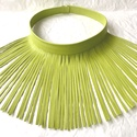 Mesezöld színű rojtos, valódi bőr nyaklánc, Ékszer, Nyaklánc, Extravagáns bőr nyaklánc  Mérete: Bőrrojt hossza 12,5 cm. Nyaklánc körmérete 45 cm. Gombball..., Meska