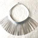 Ezüst, rojtos bőr nyaklánc , Ékszer, Nyaklánc, Valódi bőrből készített nyaklánc  A nyakrész/rojt magassága 9 cm, körmérete 45 cm. Gombbal..., Meska