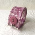 Különleges mintás valódi bőr karkötő, Ékszer, Karkötő, A karkötő valódi bőrből készült.  Mérete begombolva körbe 19 cm, szélessége 3,8 cm.   , Meska