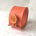 Narancssárga valódi bőr karkötő, Ékszer, Karkötő, A karkötő valódi bőrből készült.  Mérete begombolva körbe 19 cm, szélessége 4,3 cm.   , Meska