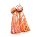 Irizáló narancs valódi bőr fülbevaló Rojtos, francia kapcsos, Ékszer, Fülbevaló, A fülbevaló saját ötlet, elgondolás alapján készült. Stílusa, színe egyedi megjelenést ad viselőjéne..., Meska
