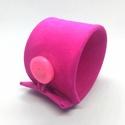 Pink velúrbőr karkötő, széles, Ékszer, Karkötő, A karkötő valódi bőrből készült, saját tervezéssel, kivitelezéssel.   Méretek: Körbe begombolva 19,5..., Meska