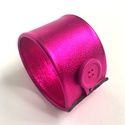 Fényes pink valódi bőr karkötő , Ékszer, Karkötő, A karkötő valódi olasz bőrből készült saját tervezéssel, kivitelezéssel. Színe: fényes p..., Meska