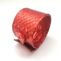 20% AKCIÓ Korall, önmagában mintás bőr karkötő, Ékszer, Karkötő, A karkötő valódi bőrből készült, saját tervezéssel, kivitelezéssel.  Mérete begombolva körbe 21,5 cm..., Meska