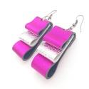 Ezüst-pink bőr fülbevaló, Ékszer, Fülbevaló, A fülbevaló valódi olasz bőrből készült saját tervezéssel, kivitelezéssel.  Színe: ezüst..., Meska