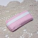 Rózsaszín kockás zsebkendő tartó, Táska, Neszesszer, Pénztárca, tok, tárca, Zsebkendőtartó, Újrahasznosított alapanyagból készült termékek, Varrás, Rózsaszín kockás anyagból készült zsebkendőtartó, mely 10 zsebkendő tárolására alkalmas. Pici helye..., Meska