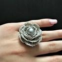 Horgolt gyűrű ezüst, Ezüst színű fémszálas horgolócérnával kés...