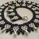 Ezüstszív - ezüst, fekete gyöngynyaklánc szíves mintával, Ékszer, óra, Nyaklánc, Gyöngyfűzés, A metál és fekete együtt mindig elegáns, ez esetben ezüst és fekete, ráadásul kedves, mutatós szív ..., Meska