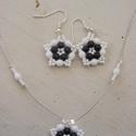 Tarka virág - Fekete - fehér gyöngyékszer, Ékszer, Ékszerszett, A fekete és a fehér klasszikus kombinációja most virágos fülbevalón és nyakláncon. A két s..., Meska