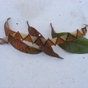 Őszi háromszögek - gyöngykarkötő barna árnyalatokban, Ékszer, Karkötő, Aranybarna, őzbarna és sötétbarna színekben készült, egyszerű peyote technikával, és egysz..., Meska