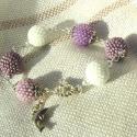 Lila-árnyak karkötő, A lila különböző árnyalataiból, valamint feh...