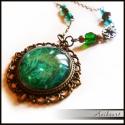 Smaragdzöld nyaklánc, Smaragdzöld nyaklánc. A fém alkatrészek antiko...