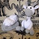 Horgolt zsiráf, Baba-mama-gyerek, Horgolás, A horgolt zsiráf kb 20 cm,100 % pamut fonálból készül,felvart szemekkel ellátott,vatelinnel tömött,..., Meska