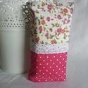 Rózsaszín textil zsebkendőtartó, csipkés, virágos, Táska, Pénztárca, tok, tárca, Zsebkendőtartó, Varrás, Patchwork, foltvarrás, A zsebkendőtartó kétféle pamutból készült.Rózsaszín és virágos.Pamut csipkével dekorálva. 10-16 db ..., Meska