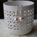 Halvány rózsaszín gyöngy fülbevaló, Ékszer, Fülbevaló, Egyszerűségével hívhatja fel magára a figyelmet, ez a fülbevaló. , Meska