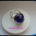Boborékba zárt gyöngyök, Ékszer, Gyűrű, Ékszerkészítés, A gyűrű állítható rhodiumozott ezüst színű gyűrű alapból, üveg félgömbből és üveggyöngyökből készül..., Meska