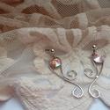 Dejavu - rhodiumozott fülbevaló Swarovski kövekkell, Ékszer, Fülbevaló, A fülbevaló rhodiumozott fülbevaló alapból és Swarovski kövekből készült,finom rózsaszín árnyalatban..., Meska