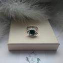 Zöld szem gyűrű, Ékszer, Szoliter gyűrű, Gyűrű, Ékszerkészítés, A gyűrű rhodiumozott gyűrűalapból és Swarovski kőből készült,állítható. A kő méretei : 1,8 x 1 cm, Meska