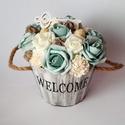 Welcome menta rózsakaspó, Dekoráció, Dísz, Virágkötés, Menta és fehér színben pompázó polifoam rózsafejek, termések, fa dísz. Mindezek egy Welcome felirat..., Meska