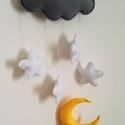 Babaszoba dekoráció/függődísz , Baba-mama-gyerek, Gyerekszoba, Mobildísz, függődísz, Varrás, Filc anyagból készített, szürke felhő, fehér csillagok és egy sárga holdacska.Ez a babaszoba dekorá..., Meska