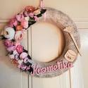 Kozmetika ajtódísz/ kopogtató, Otthon, lakberendezés, Dekoráció, Ajtódísz, kopogtató, Virágkötés, Tavaszi ajtódísz virágokkal, termésekkel kozmetikusoknak. Méret: 25 cm, Meska