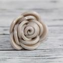Gyöngyház rózsa gyűrű, Ékszer, óra, Gyűrű, Hőre keményedő gyurmából készült rózsa gyűrű. Elegáns, alkalmi viselet, mely minden színű ruhához il..., Meska