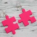 Felemás alakú pink puzzle fülbevaló, Ékszer, óra, Medál, Nyaklánc, Ékszerkészítés, Gyurma, Hőre keményedő gyurmából készült pink  puzzle fülbevaló. Mérete 2,5 és 3 cm.  , Meska