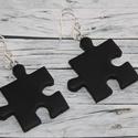Fekete puzzle fülbevaló, Ékszer, óra, Medál, Nyaklánc, Hőre keményedő gyurmából készült fekete puzzle fülbevaló. Mérete 2,5x2,5 cm.  Illusztrációkén egy fe..., Meska