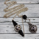Gombócos antik nyaklánc, Ékszer, óra, Nyaklánc, Antik hatású, ezüst színű, nyaklánc. Fekete gyönggyel és antik hatású gombóccal van díszítve. A lánc..., Meska