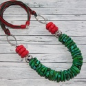 Smaragd bíbor elegáns nyaklánc, Ékszer, óra, Nyaklánc, Hőre keményedő gyurmából készült kerámia hatású elegáns smaragd és bíbor színű nyaklánc.  Ezüst szín..., Meska