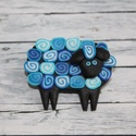 Kék bari kitűző, Ékszer, óra, Bross, kitűző, Hőre keményedő gyurmából készült bari, bárány kitűző, Méretei 4x2 cm. Négy színben kapható...., Meska